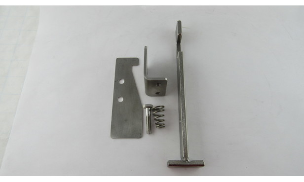 SAFETY LATCH ASSEMBLY DOOR